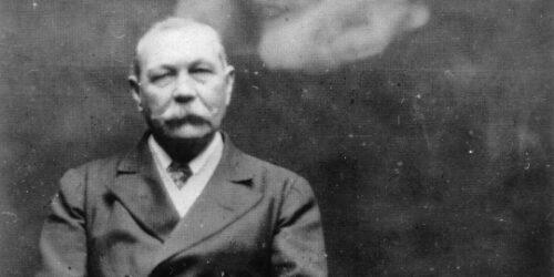 Arthur Conan Doyle challenged by fairies