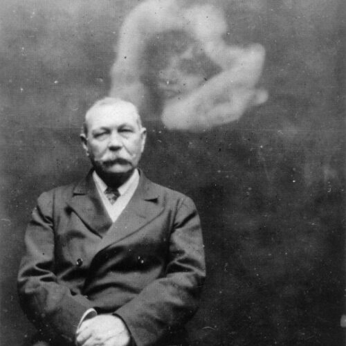 Arthur Conan Doyle challenged by fairies